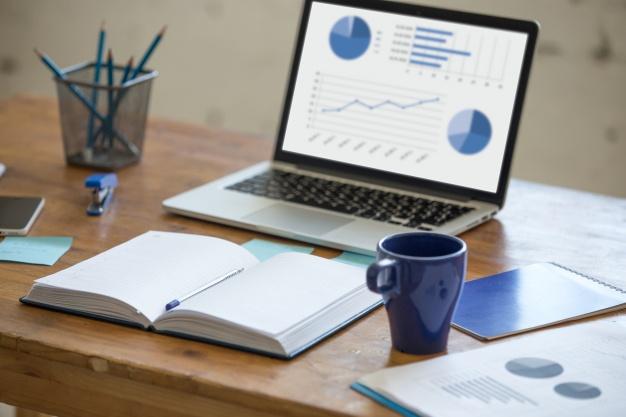 portatil con graficos en un escritorio 1218 558 - Porqué seguir apostando por la publicidad nativa en 2017